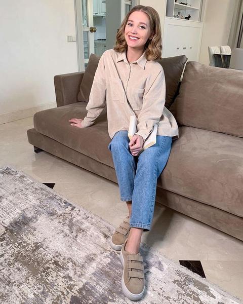 Развратница в кино, скромница по жизни: разбор гардероба Кристины Асмус