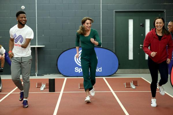 Кейт Миддлтон позанималась спортом в штанах за 500 рублей