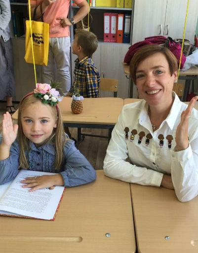 Тутта Ларсен с дочкой Марфой, которая пошла в первый класс