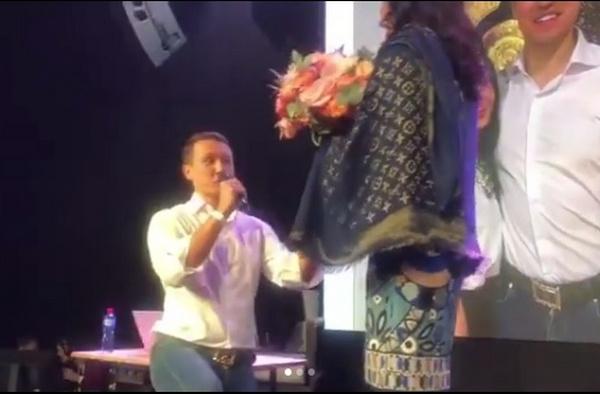 Евгений Назаров сделал предложение своей девушке