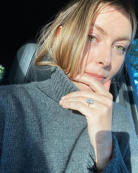 Мария показала помолвочное кольцо