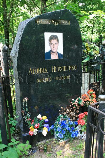 Ежегодно на могиле артиста в годовщину его смерти собираются друзья и фанаты