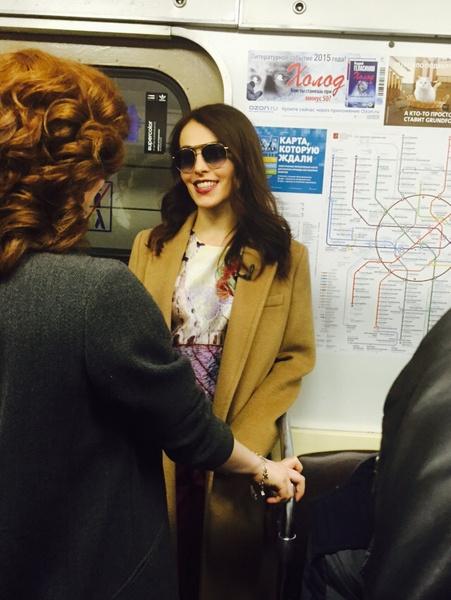 Сати Казанова в вагоне московского метро