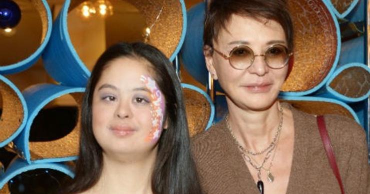 «Особенная» дочь Ирины Хакамады устроила жаркие танцы