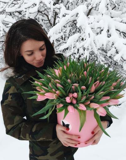 Иван Жидков решил порадовать избранницу букетом цветов зимним утром