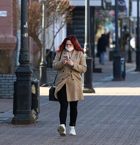 Люди массово скупают маски