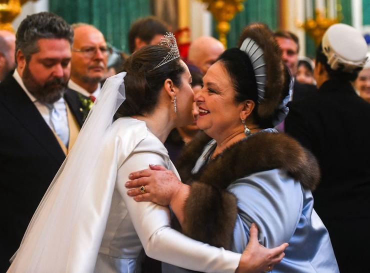 Невесту поздравила свекровь