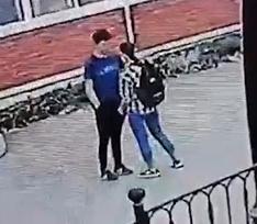 В Братске 16-летняя девушка зарезала школьника на улице — видео