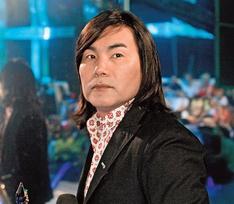 Вдова Батырхана Шукенова отстояла гонорары за песни мужа