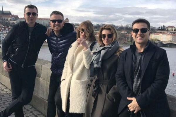Елена дружит со всеми коллегами мужа