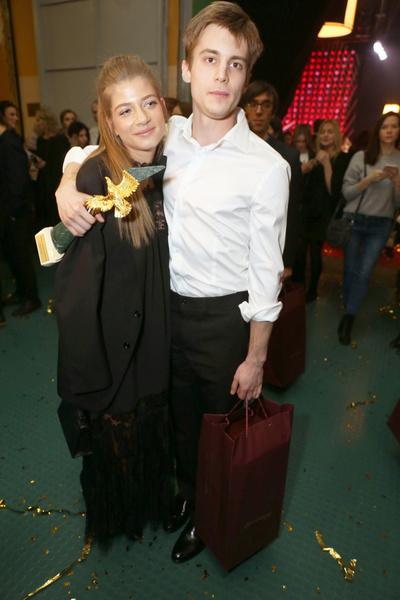На премию «Золотой орел» актер пришел с Александрой Новиковой