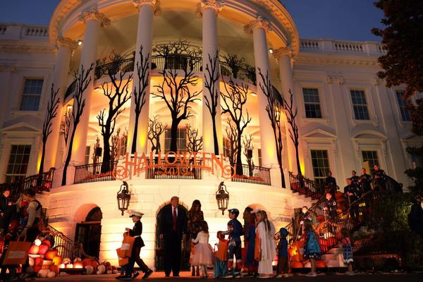 Белый дом украсили в праздничной манере Хэллоуина
