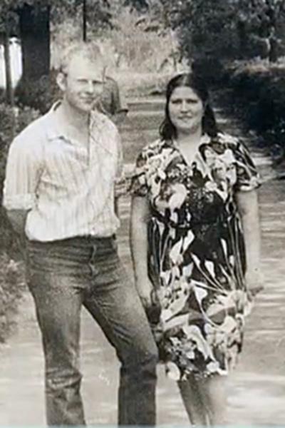 Через несколько лет после смерти жены папа артиста нашел новую любовь.