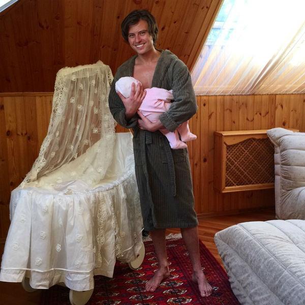 Новости: Прохор Шаляпин одевает сына в розовое – фото №2