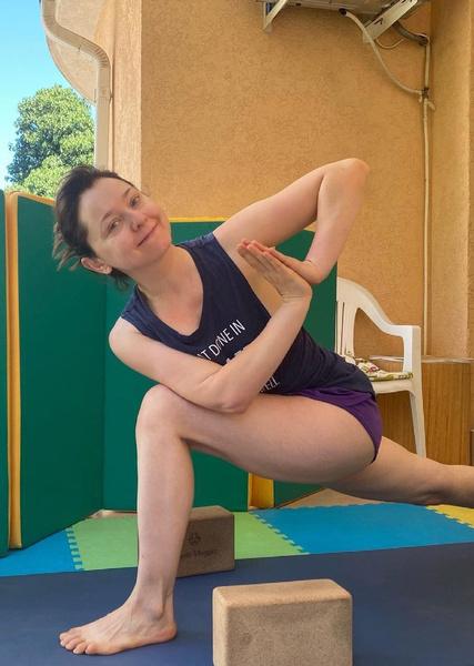 Валентина занимается спортом и отказывается от сладкого, чтобы поддерживать себя в форме