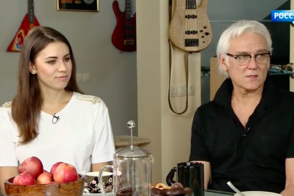 Александр Маршал с девушкой Кариной