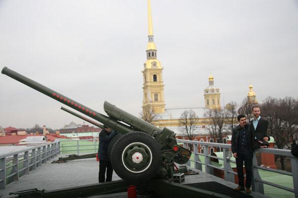 Общество: Ник Вуйчич выстрелил из пушки Петропавловской крепости  – фото №5