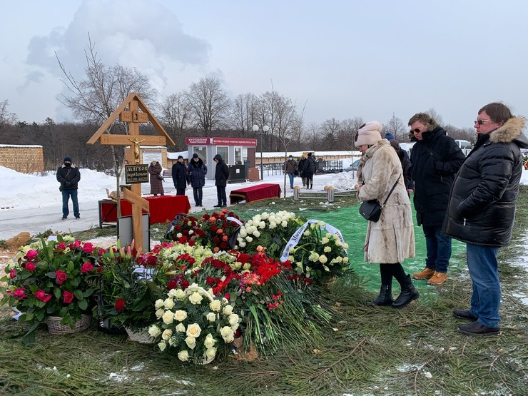 Могила народного артиста РСФСР Андрея Мягкова на Троекуровском кладбище