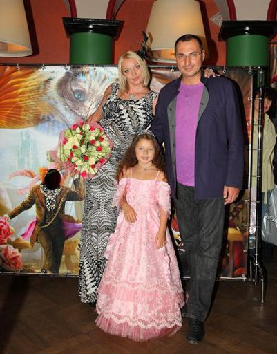 Поздравить именинницу пришли мама и папа - Анастасия Волочкова и Игорь Вдовин