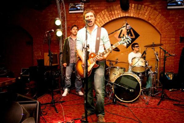 """Помимо работы в кино и театре, Цыганов является фронтменом группы """"Гренки"""""""