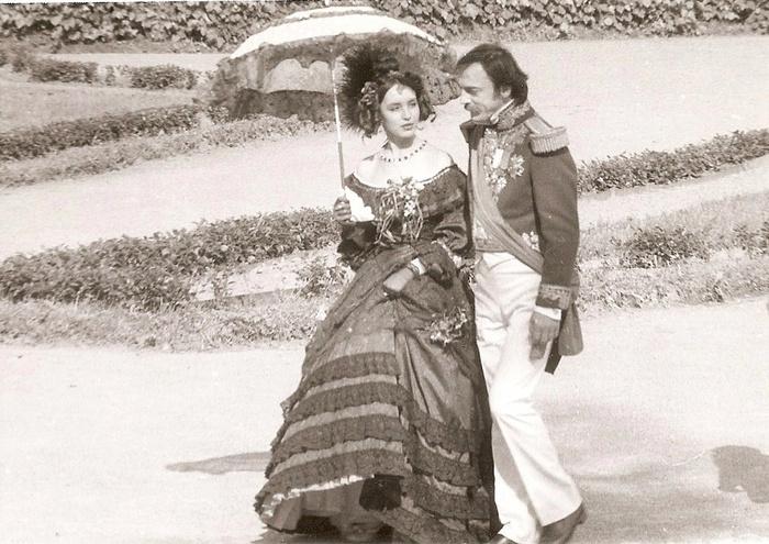 По слухам, режиссер не согласился ввести в сценарий эпизод с поцелуем Самохиной и Боярского