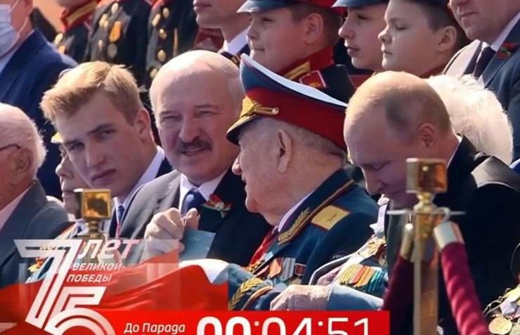Николай Лукашенко первый слева