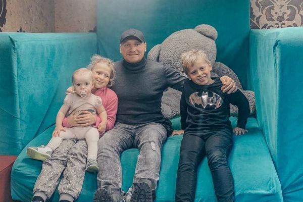Сергей часто посещает культурные мероприятия с детьми