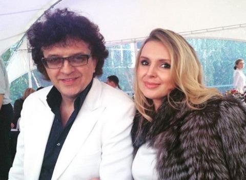 Жена Ромы Жукова закрутила роман со стриптизером