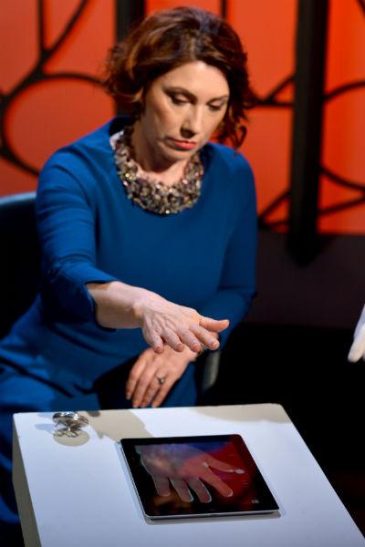 Взглянув на ладони Розы Сябитовой, хиромант предположил, что имеет дело с миниатюрной и хорошо сложенной женщиной. Телеведущей этот комплимент польстил