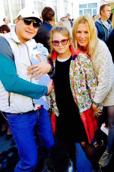 Марат с маленьким Марселем на руках, дочерью Амели и бывшей возлюбленной Елизаветой