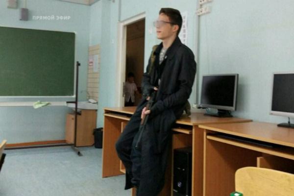 Приятели рассказывали, что Миша часто носил с собой оружие