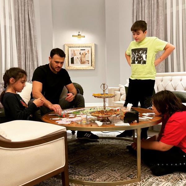 Агаларов регулярно общается с детьми