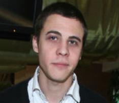 Звезду сериала «Интерны» и его девушку избили в центре Москвы