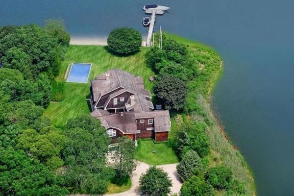 Рианна арендовала дом за 415 тысяч долларов в месяц — фото