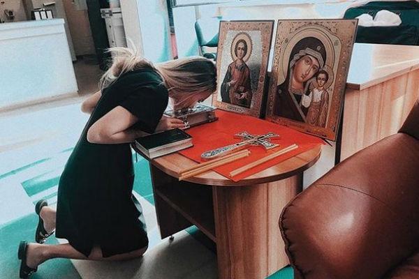 Девушку осудили за фото с иконами