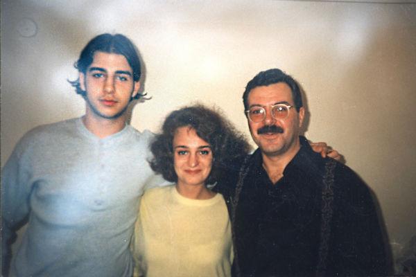 После развода родителей Иван сохранил дружеские отношения с отцом