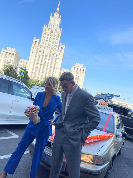 Выкуп невесты в стиле 90-х и свидетельница Собчак: Моргенштерн и Дилара приехали в загс