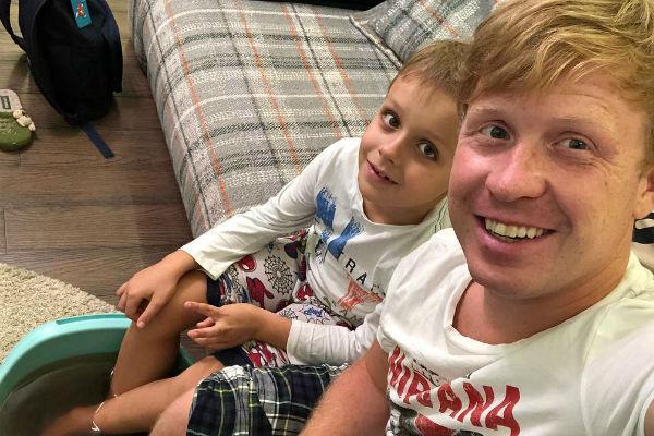 Сын Антона живет с ним в Москве, но часто видится с мамой