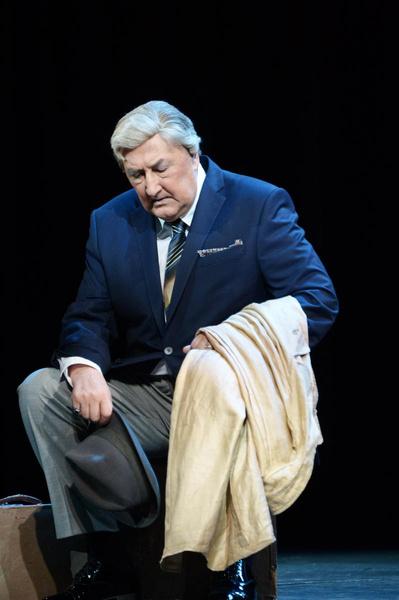Служба в театре не раз спасала Клюева в худшие моменты его жизни