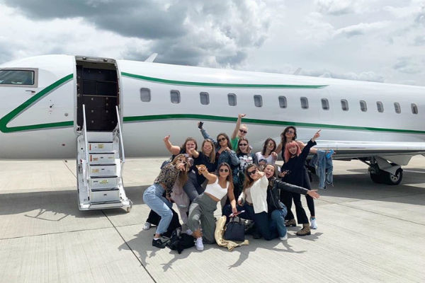 Компания отправилась в Евротур на частном самолете
