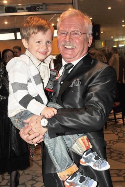 Сергей Никоненко с внуком Петей