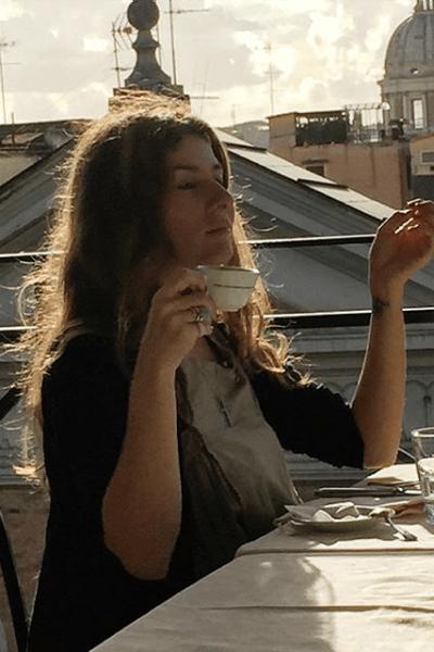 Вместе с супругом Василием и детьми Жанна проживает в ИталииЖанна проживает в Италии вместе с супругом Василием и детьми
