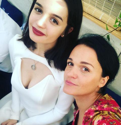 Саша вместе с мамой