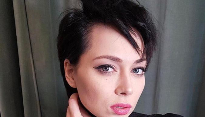 Настасья Самбурская: «Мать ничего не делала, когда отец избивал меня»