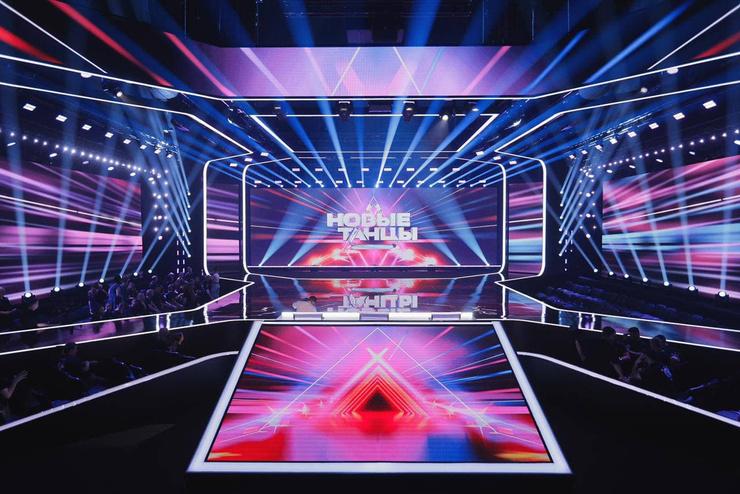 Так выглядит студия, которую разработало французское дизайн-бюро.  Теперь это большой танцпол с мультимедийным полом и огромными экранами.