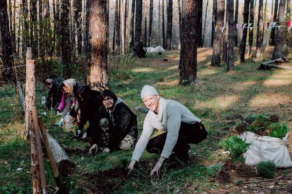 Стриптизерша сбежала в лес к отшельнику, а ее ребенок попал в приют