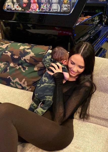 Анастасия Решетова наслаждается материнством