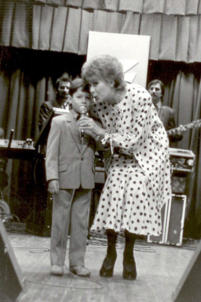 Стас Пьеха с детства сопровождал знаменитую бабушку на концертах