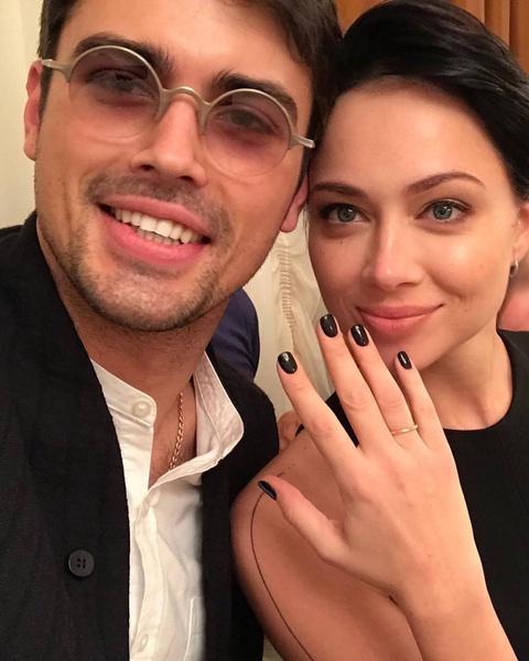 Актеры поженились после нескольких месяцев бурного романа, но очень быстро расстались