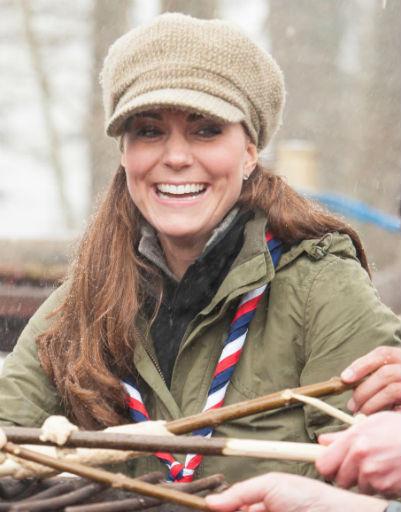 25 марта. Герцогиня присоединилась к другим добровольцам, чтобы принять участие в тренинге